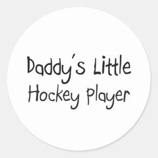 Poco jugador del hockey del papá pegatina redonda
