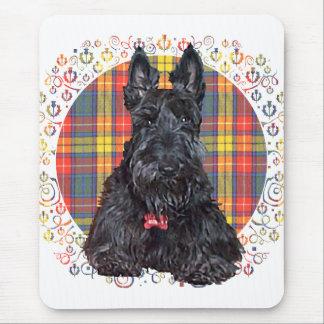 Poco perro del escocés del tartán alfombrilla de ratón