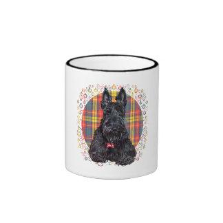 Poco perro del escocés del tartán taza a dos colores