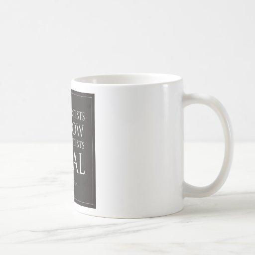 Poco préstamo de los artistas, los grandes taza