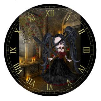 Poco reloj de pared del chica del gótico