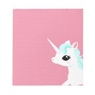 Poco unicornio con la libreta azul de la melena blocs