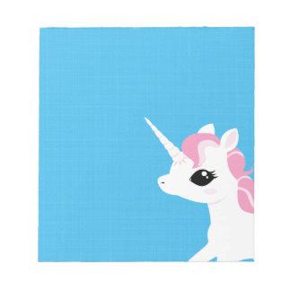 Poco unicornio con la libreta rosada de la melena blocs de notas