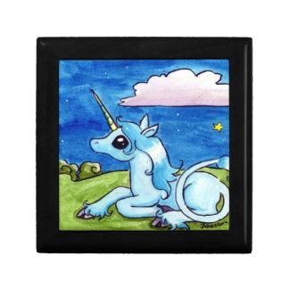 Poco unicornio que desea en las estrellas cajas de regalo