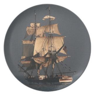 Podadoras que navegan la placa alta de la nave platos