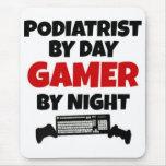 Podiatrist por videojugador del día por noche alfombrillas de raton