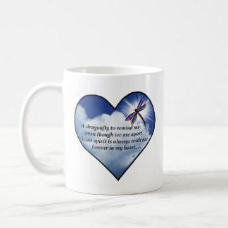Poema conmemorativo de la libélula taza de café