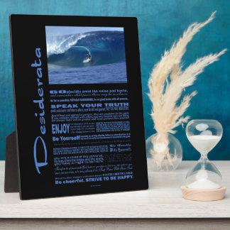 Poema de los desiderátums que practica surf en placas de madera