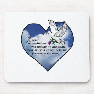 Poema del corazón del pájaro mousepads