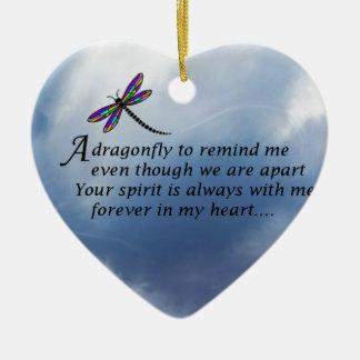 Poema del monumento de la libélula adorno de cerámica en forma de corazón