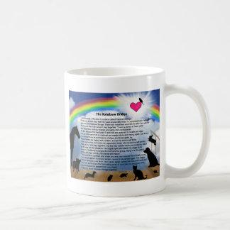 Poema del puente del arco iris taza básica blanca