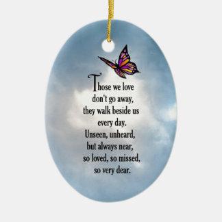 """Poema """"tan amado"""" de la mariposa adorno navideño ovalado de cerámica"""