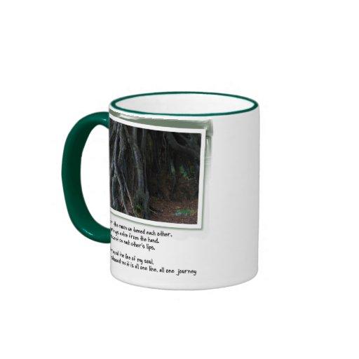 Poemas del amor y raíces del árbol tazas de café