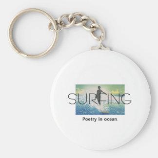 Poesía que practica surf SUPERIOR en el océano Llaveros Personalizados