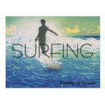 Poesía que practica surf SUPERIOR en el océano Postales