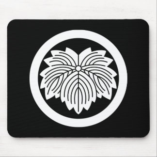 Pointed-leaf ivy in circle mouse pad