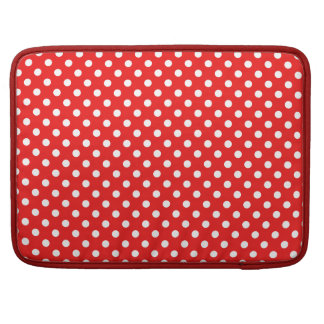 Points knows on red sleeve for MacBook pro