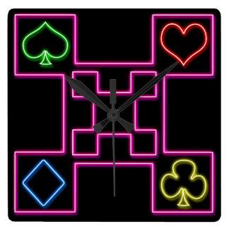 Póker rosado de neón reloj cuadrado