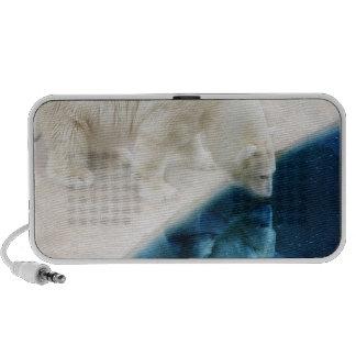 Polar bear travel speaker
