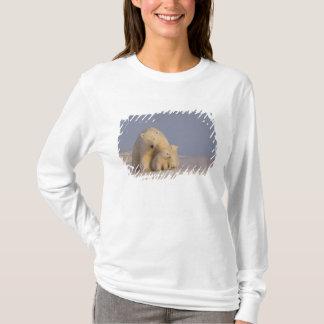 polar bear, Ursus maritimus, sow with newborn 2 T-Shirt
