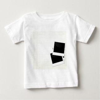 Polaroides en un solo papel alineado camisetas