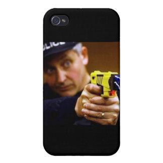 Poli con un arma de Taser iPhone 4 Fundas