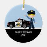 Policía adorable con el ornamento del coche ornamente de reyes