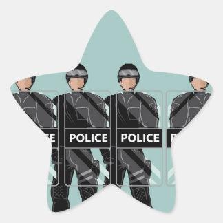 Policía antidisturbios con los escudos pegatina en forma de estrella
