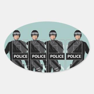 Policía antidisturbios con los escudos pegatina ovalada