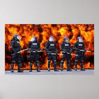 Policía antidisturbios poster