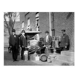 Policía con todavía confiscado, 1922 postales