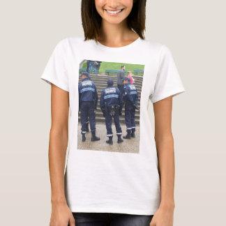 Policía francesa fuera de la basílica sagrada del playera