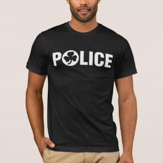 Policía irlandesa playera
