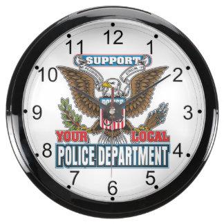 Policía local de la ayuda reloj pecera
