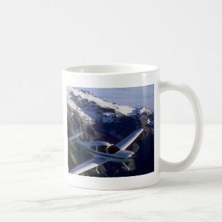 Policía motorizado expreso tazas de café