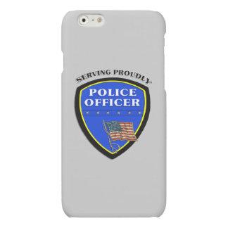 Policía que sirve orgulloso