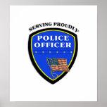 Policía que sirve orgulloso posters