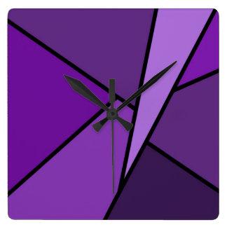 Polígonos púrpuras abstractos reloj cuadrado