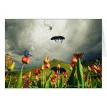 Polillas y tulipanes tarjeta de felicitación