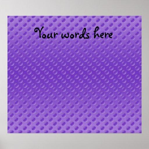polkadots purpúreos claros en fondo púrpura posters