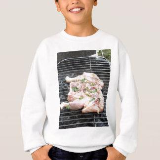 Pollo asado a la parilla en la parrilla poleras