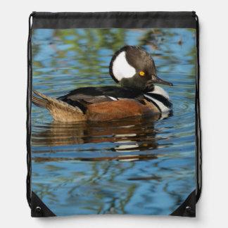 Pollo de agua encapuchado masculino con el escudo mochilas