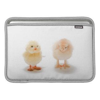 Pollo del bebé y pollo mecánico falso fundas MacBook