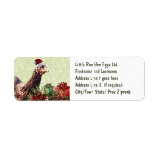 Pollo del día de fiesta del navidad en el gorra de etiqueta de remite