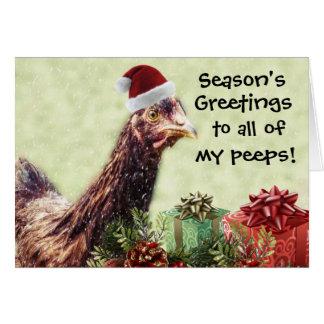 Pollo del día de fiesta del navidad en el gorra de tarjetón