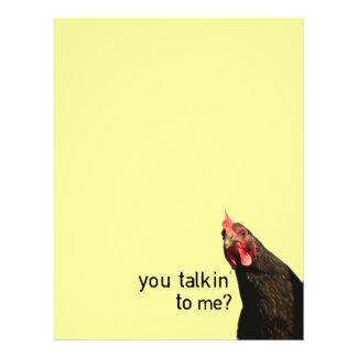 """¿Pollo divertido de la actitud - usted talkin a mí Folleto 8.5"""" X 11"""""""