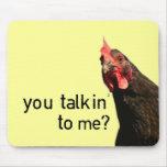 ¿Pollo divertido de la actitud - usted talkin a mí Alfombrilla De Ratón