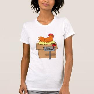 Pollo divertido de la casa de Chook en dibujo anim Camisetas