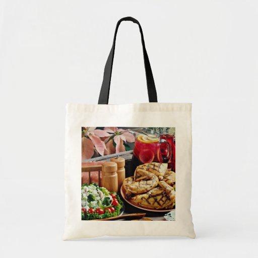 Pollo frito, flores del ponche de fruta bolsas de mano