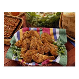 Pollo, habas y ensalada cocidos postales